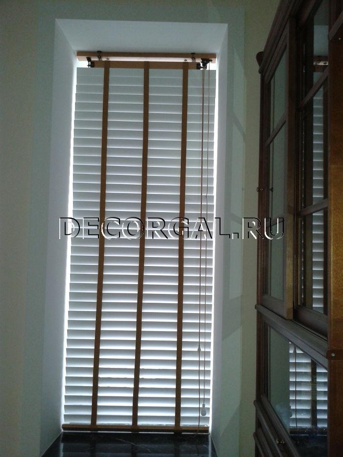 http://decorgal.ru/img/foto/derevyannye_jaluzi_1/Derevyannye_zhaluzi_belye_17.jpg