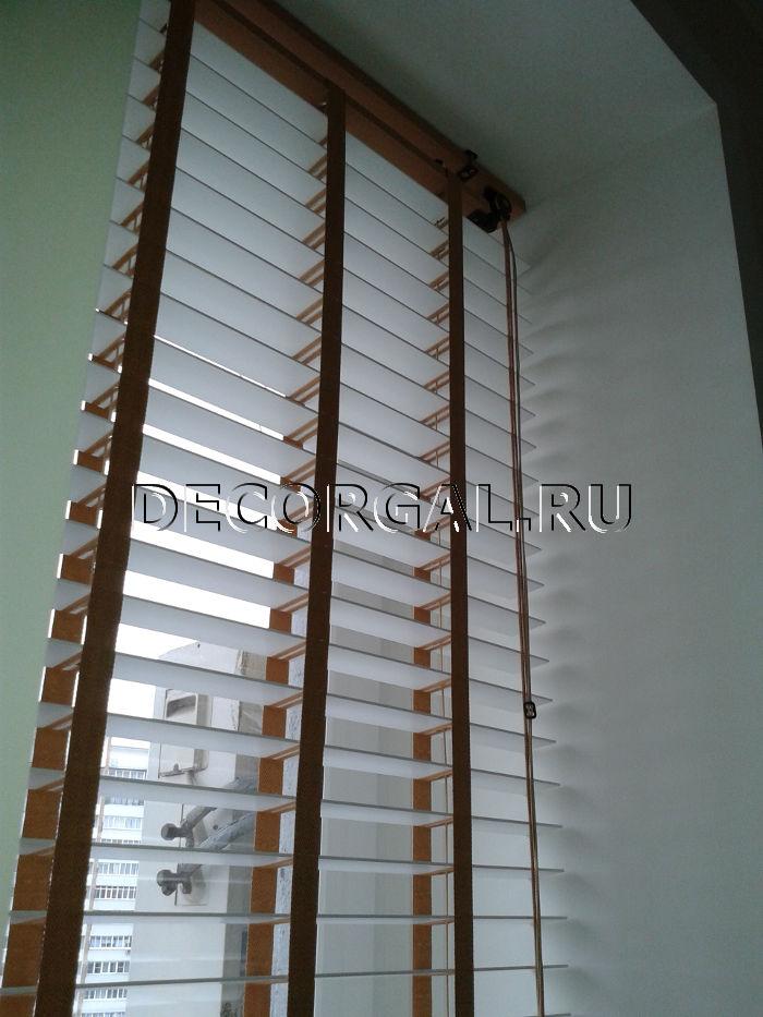 http://decorgal.ru/img/foto/derevyannye_jaluzi_1/Derevyannye_zhaluzi_belye_5.jpg