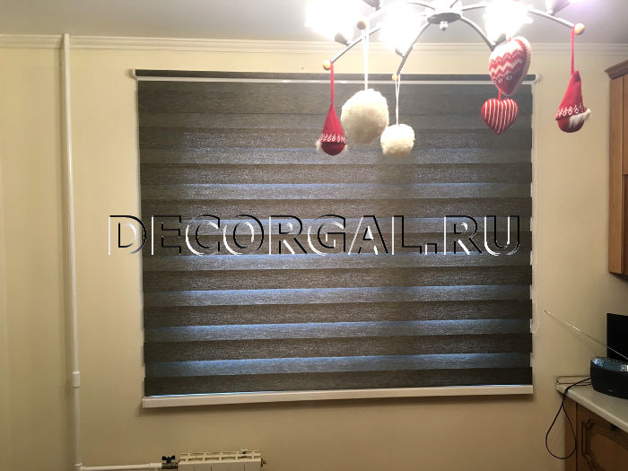 http://decorgal.ru/img/foto/rulonnye-shtory-lyuks-zebra-dlya-kuhni/Rolshtora-zebra-den-noch-etnik-6.jpg
