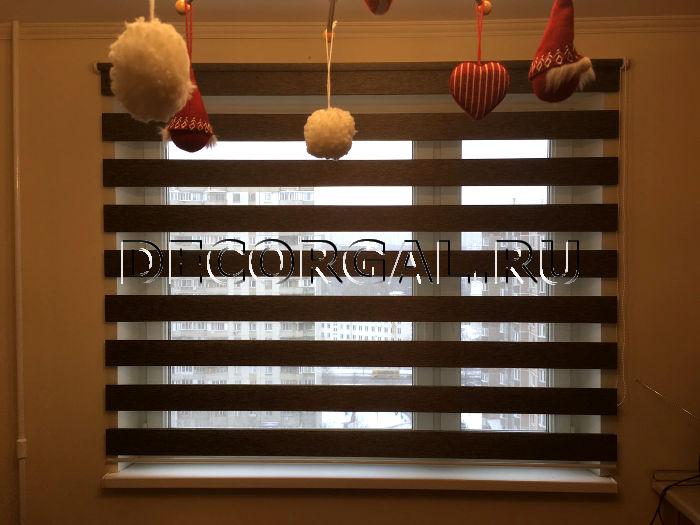 http://decorgal.ru/img/foto/rulonnye-shtory-lyuks-zebra-dlya-kuhni/Rolshtora-zebra-den-noch-etnik-7.jpg