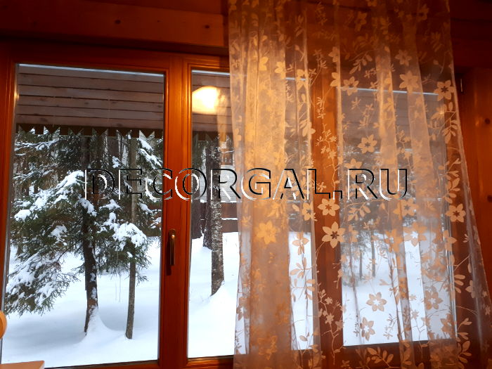 http://decorgal.ru/img/foto/rulonnye-shtory-mini-na-derevyannye-okna/rulonnye-shtory-mini-na-derevyannye-okna-2.jpg