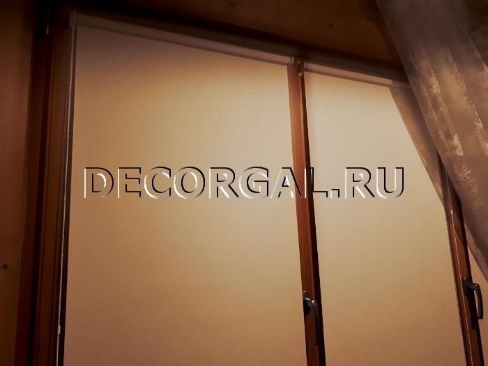 [Изображение: rulonnye-shtory-mini-na-derevyannye-okna-3.jpg]